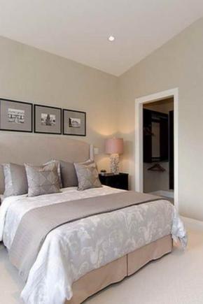 Papier peint beige dans la chambre