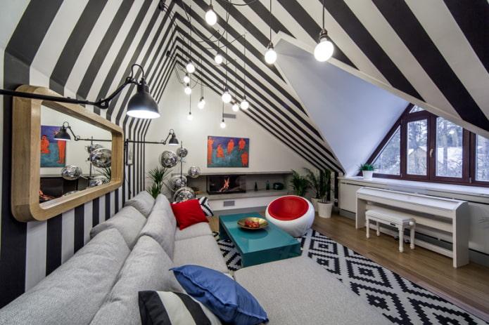 plafond noir et blanc au grenier