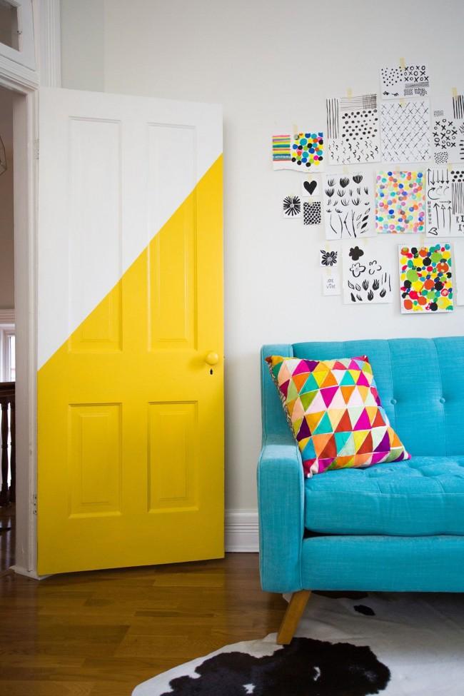 Porte intérieure peinte en jaune et blanc
