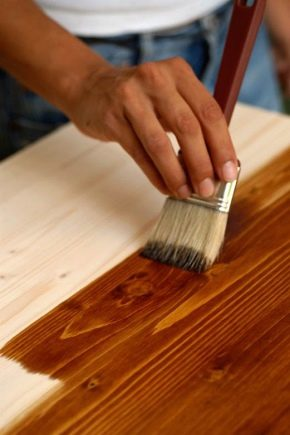 Teintures pour bois : types et portée